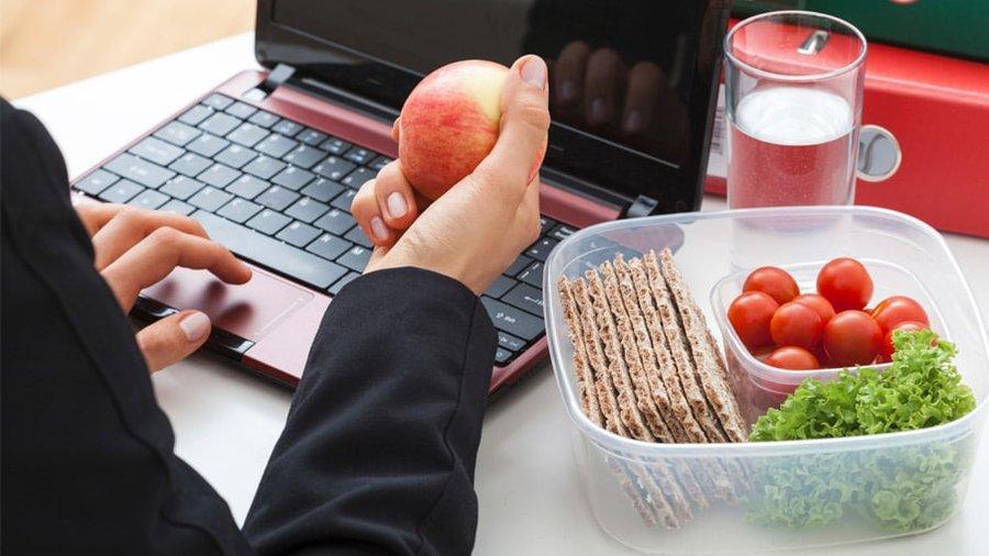 آشنایی با شیوه های تغذیه مناسب در محیط کار