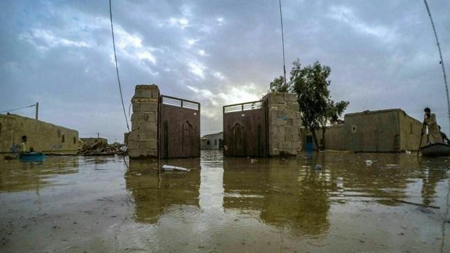 جمع آوری یاری نقدی برای آسیب دیدگان سیل استان سیستان و بلوچستان از سوی جامعه نیکوکاری ابرار