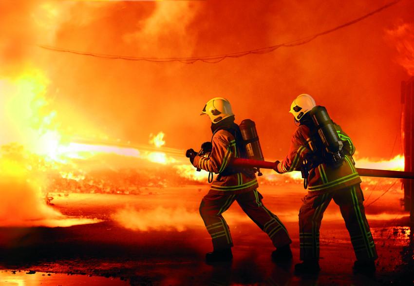 ماجرای آتش سوزی شبانه یکی از مجتمع های مسکونی یزد چه بود؟