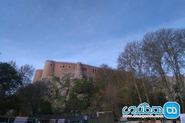 خسارت زلزله به برج بالای قلعه فلک الافلاک