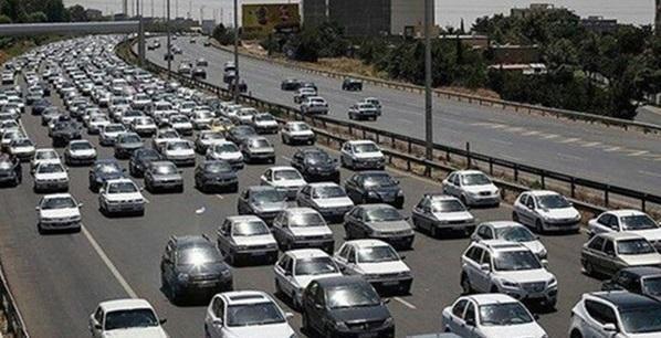 ترافیک سنگین در محورهای منتهی به کلانشهرها، چالوس یک طرفه است