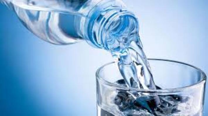 تفاوت آب معدنی و تصفیه شده با آب لوله کشی چیست؟