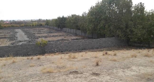 تخریب ساخت و سازهای غیرمجاز در اطراف تپه باستانی فیروزآباد