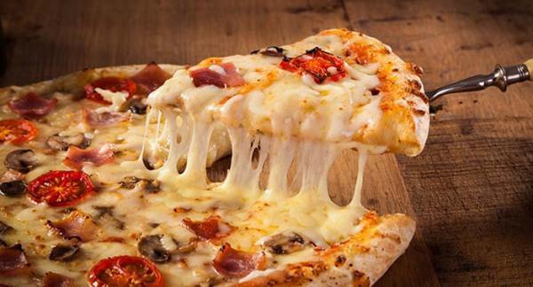 طرز تهیه پیتزا خانگی به 2 روش