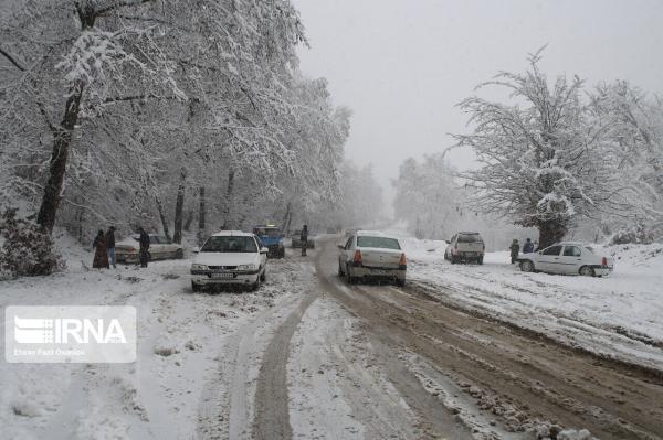 خبرنگاران جاده کوهستانی گنجنامه در همدان مسدود است